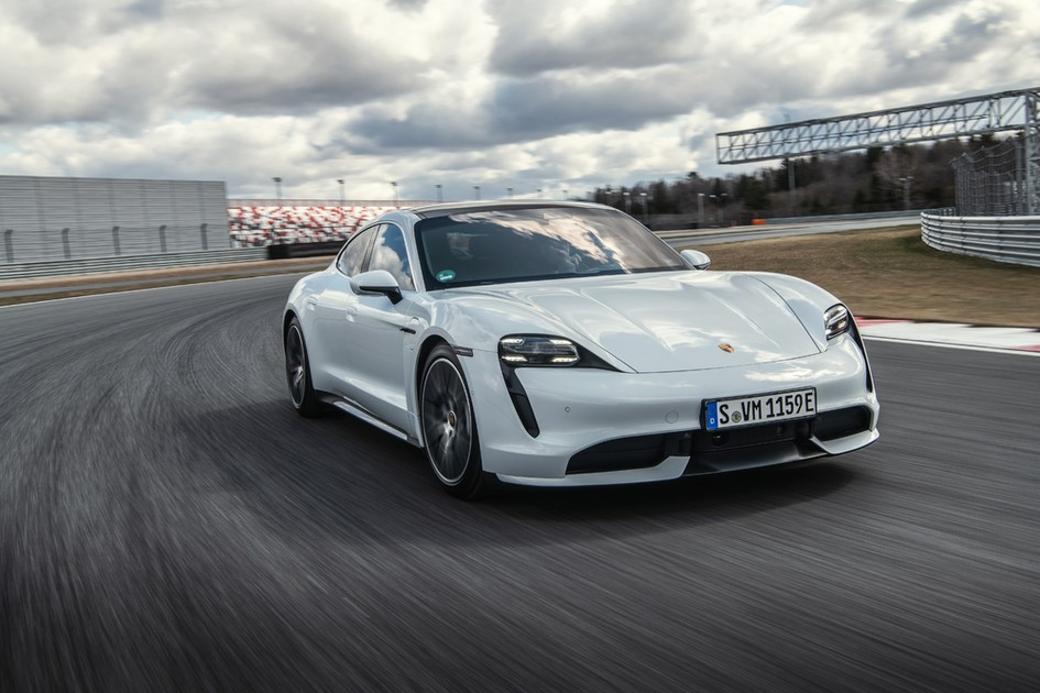 Тест-драйв Porsche Taycan Turbo: иду на грозу!